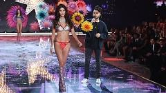 Can't Feel My Face (The Victoria's Secret 2015 Fashion Show) - The Weekend