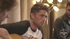Everything In Between (Live From The Lounge) - Michael Ray