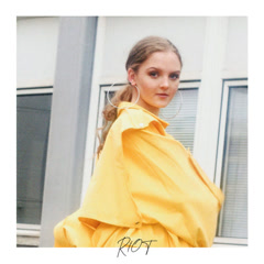 Riot (Single) - Rosa